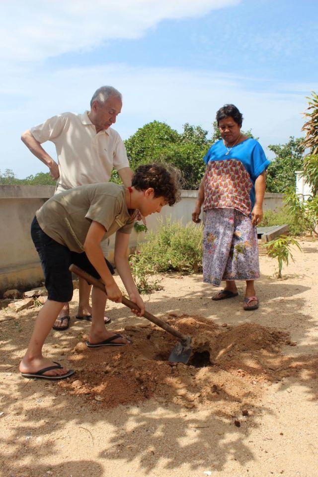 Yoel digging